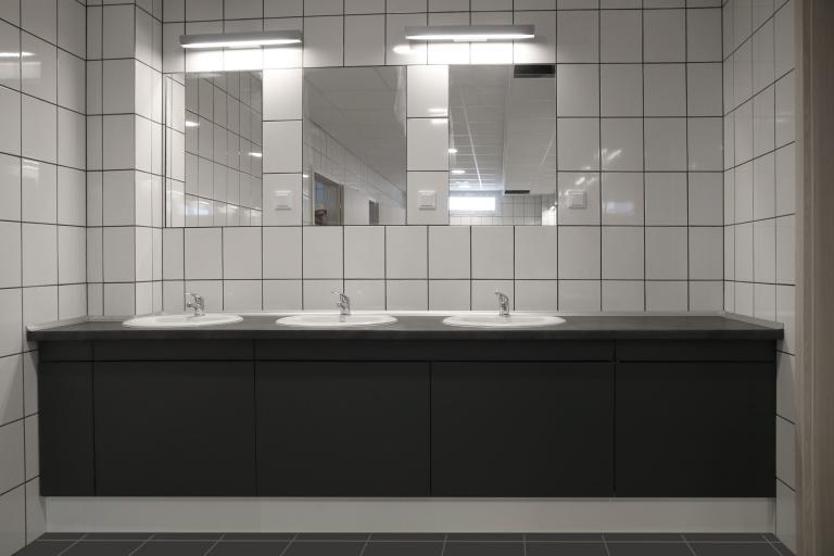 Blaty łazienkowe z HPL
