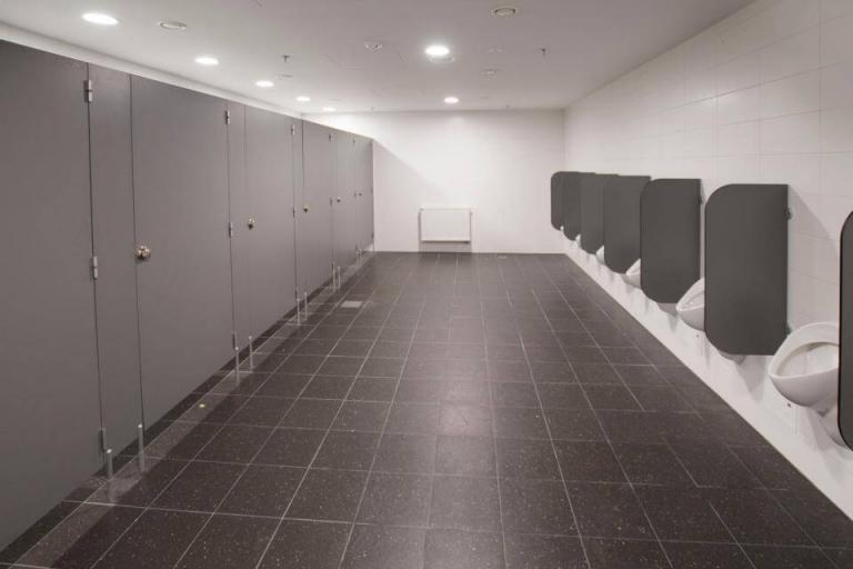 prysznice przemysłowe kabiny w zakładach pracy