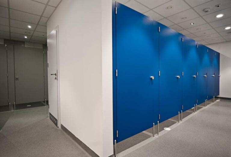 mierzenie i montowanie kabin wc